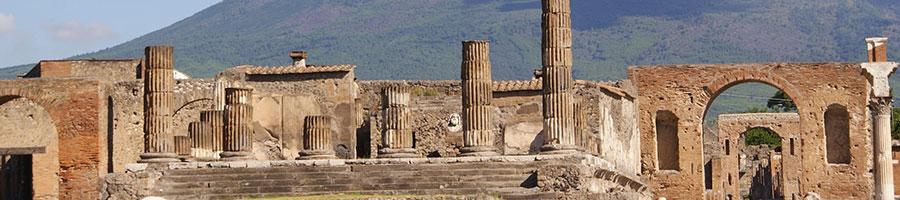 Pompei-ruins-Volcano-Vesuvio-primaclasseitaly